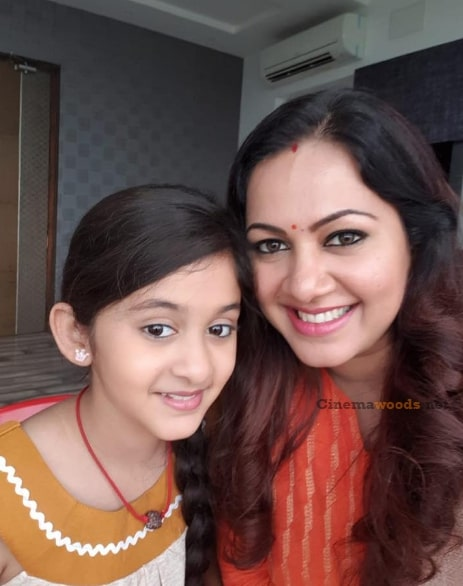 VJ Archana with her Daughter